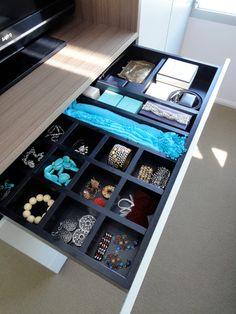 Aménagement tiroir pour rangement bijoux