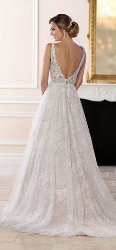 Courtesy ofStella York Wedding Dresses fromEssense of Australia