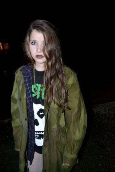 grunge.. Love the misfits tee <3