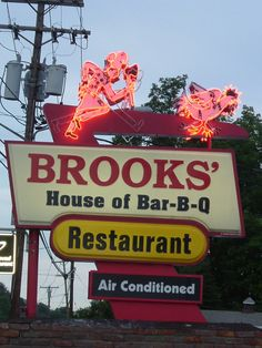 Brooks' House of Bar-B-Q in Oneonta NY is a fantastic, large-sized fun dining destination specializing in out-of-this world BBQ chickens and ribs! Brooks' is about a half hour drive from Cooperstown.