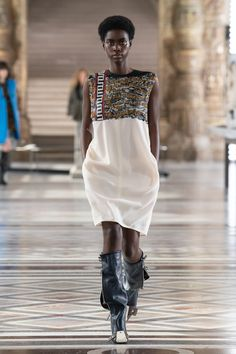 Louis Vuitton | Ready-to-Wear Autumn 2021 | Look 30 Live Fashion, Fashion Week, Runway Fashion, Fashion Show, Nicolas Ghesquière, Louis Vuitton, Girl Outfits, Fashion Outfits, Capsule Outfits