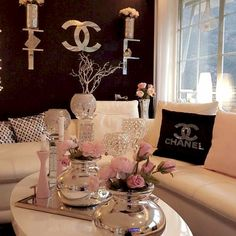 Pin by sheela sharma on screenshots in 2019 домашний декор, Glam Living Room, Living Room Decor Cozy, Glam Room, Bedroom Decor, Chanel Decor, Chanel Room, Decorating Coffee Tables, Dream Rooms, Living Room Designs