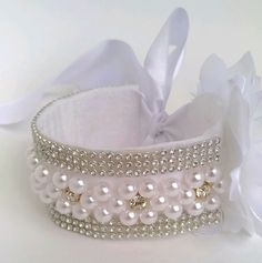 This Pin was discovered by VilDiscover thousands of images about Fabulous kanzashi headband Ribbon Hair, Hair Bows, Bun Wrap, Flower Girl Headbands, Dog Jewelry, Flower Girl Basket, Headband Hairstyles, Hair Pieces, Handmade Crafts