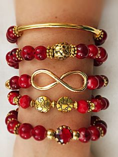 Red and gold charms bracelet Cute Bracelets, Handmade Bracelets, Jewelry Bracelets, Red Jewelry, Jewelry Crafts, Beaded Jewelry, Homemade Jewelry, Bracelet Tutorial, Jewelry Patterns