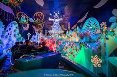Disney Parks, Walt Disney, Disneyland Christmas, Amusement Park Rides, Park Photos, Disney Dreams, Small World, Vintage Disney, Magic Kingdom