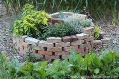 How to Easily Build an Herb Spiral - Creative Vegetable Gardener Herb Spiral, Spiral Garden, Brick Garden, Small Gardens, Outdoor Gardens, Easy Vegetables To Grow, Garden Structures, Raised Garden Beds, Raised Beds