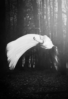 20 Haunting Photos from Moritz Aust Haunting Photos, Season Of The Witch, Dark Photography, Creative Photography, Photography Ideas, Dark Beauty, Occult, Dark Art, Scary
