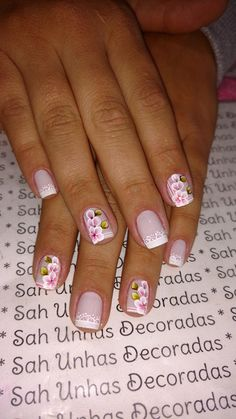 A home manicure isn't difficult. You just need to know a few professional manicure secrets. Spring Nail Art, Spring Nails, Summer Nails, Manicure At Home, Manicure And Pedicure, Fun Nails, Pretty Nails, Nail Envy, Flower Nails