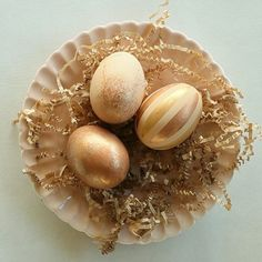 Instead of dye, use the natural color of brown eggs as a base for glamming up your Easter eggs Easter Bunny, Easter Eggs, Perfect French Toast, Medium Length Hair Cuts With Layers, Brown Eggs, Egg Shape, Egg Decorating, Wine Recipes, Food Art