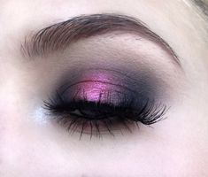 The Halo Eye Makeup Trend Will Give You An Excuse To Wear More Highlighter - New Hair Styles Makeup Trends, Makeup Inspo, Makeup Inspiration, Makeup Tips, Makeup Ideas, Eye Trends, Halo Eye Makeup, Eye Makeup Cut Crease, Hair Makeup
