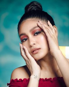 Girls just wanna have 🌞! How are you pulling off your looks for a whole day of endless… Nadine Lustre, Filipina Actress, James Reid, Jadine, Pull Off, Best Actress, Beautiful Pictures, Singer, Actresses