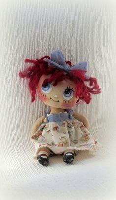 La poupée de chiffon est une jolie décoration pour votre intérieur, une pièce unique pour votre collection, aussi un jouet écologique pour votre enfant.
