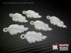 http://montemanik.com/product/daun-akrilik-gelombang-cinta-off-white-akr-079/ Daun Akrilik Gelombang Cinta Off White (AKR-079) Diameter 3 cm x 1,5 cm Material Akrilik Warna off white Isi 24 buah manik bunga  bahan aksesoris handmade, bahan bros, bahan craft, bahan jepit, bahan kerajinan tangan, bahan scraapbook, manik akrilik, manik bunga akrilik, Manik plastik -  - #BahanAksesorisHandmade, #BahanBros, #BahanCraft, #BahanJepit, #BahanKerajinanTangan, #BahanScraapboo