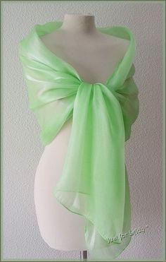 Etole- écharpe-foulard - Organza Vert Anis - Cérémonie, mariage, cocktail. 1713d2cc759