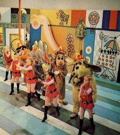 The Sour Grapes Bunch invade The Banana Splits clubhouse! Cartoon Crazy, Cartoon Tv, Banana Splits Tv Show, Go Go Dancing, Sour Grapes, Saturday Morning Cartoons, Kids Tv Shows, Vintage Tv, Vintage Images