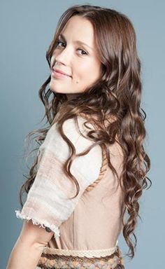 Juliana Didone is Leila, Uri's wife and Bezalel's mother.