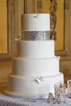 white wedding cake ~ love the top layer!