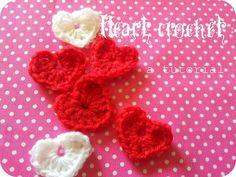 Sencillo tutorial para hacer bonitos corazones a crochet. ¡Imagina todo lo que puedes decorar con ellos!