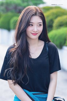 dedicated to female kpop idols. Korean Bangs, Korean Haircut, Korean Beauty, Asian Beauty, Asian Woman, Asian Girl, Korean Girl Band, Jung Chaeyeon, Round Face Haircuts