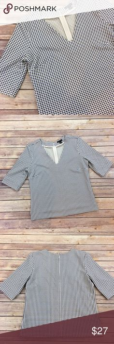 """Ann Taylor Blue and White Top Ann Taylor Blue and White Top. Size XS. EUC. May be dressed up or down. Measures from pit to pit 17""""/ length 21.5"""". Has a bag zipper and hook and eye closure Ann Taylor Tops"""