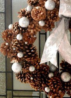 Vánoční dekorace ze šišek