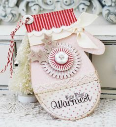 Idea of a greeting card in the shape of a mitten
