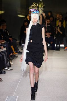 Comme des Garçons Spring 2013 Ready-to-Wear Collection Slideshow on Style.com