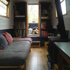 Is it really possible to live on a houseboat?different types of houseboats that are commonly used as fulltime dwellings of vacation homes. Sailboat Living, Living On A Boat, Tiny House Living, Barge Interior, Best Interior, Small Space Living, Living Spaces, Narrowboat Interiors, Narrowboat Kitchen