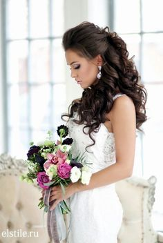 Wedding Hairstyles Incredibly Stunning Wedding Hairstyles - MODwedding - You can't go wrong with these classic wedding hairstyles, here are 30 gorgeous hair-dos for your big day from Elstile, take a look and happy pinning! Classic Wedding Hair, Messy Wedding Hair, Wedding Hairstyles For Long Hair, Mod Wedding, Wedding Hair And Makeup, Hair Makeup, Perfect Wedding, Royal Hairstyles, Hairstyle Wedding