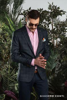 Koszula męska w kolorze różowym od Giacomo Conti. Wykonana w całości z wysokiej jakości lnu świetnie sprawdzi się w upalne dni. Długi rękaw z mankietem zapinanym na guzik oraz kołnierzyk kent nadają jej uniwersalności. Krój slim podkreśli atuty męskiej sylwetki. Niebanalny różowy kolor ożywi każdą męską stylizację. Skład: 100% len Double Breasted Suit, Suit Jacket, Suits, Jackets, Fashion, Men Fashion Casual, Men's, Down Jackets, Moda