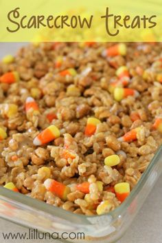 """Another Pinner said, """"If you love peanuts and candy corn you will love this dessert!"""" I make a snack mix version of this every year around Halloween, so this would be super yummy for a party Yummy Treats, Delicious Desserts, Sweet Treats, Yummy Food, Fröhliches Halloween, Halloween Treats, Halloween Goodies, Halloween Popcorn, Halloween Recipe"""