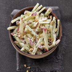 Now cook kohlrabi and apple salad with yoghurt dressing and discover numerous other Weight Watchers recipes. Now cook kohlrabi and apple salad with yoghurt dressing and discover numerous other Weight Watchers recipes. Salad Recipes For Dinner, Chicken Salad Recipes, Healthy Salad Recipes, Chicken Pasta, Kohlrabi Recipes, Healthy Lunches, Drink Recipes, Vegetarian Recipes, Plats Weight Watchers