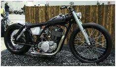 A Custom Yamaha by Matsumaru, Japan. Brat Bike, Scooter Motorcycle, Moto Bike, Sr 500, Antique Motorcycles, Cool Motorcycles, Yamaha Sr400, Bobber Style, Motorised Bike