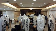 """PHOTO 2: People return to Jerusalem synagogue, 24 hours after massive terror attack which left 5 dead R""""L - Ynet"""