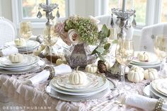 Looking for Thanksgiving table decor for your holiday entertaining? These Thanksgiving table setting ideas will inspire you to create a warm family holiday.
