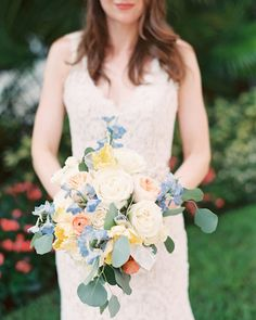 These are the best poppy wedding bouquets. The flower will add a splash of your color to your bridal bouquet. Delphinium Wedding Bouquet, Poppy Wedding Bouquets, Poppy Bouquet, Peach Bouquet, Bridal Bouquets, Wedding Dresses, Romantic Wedding Colors, Wedding Reception Flowers, Wedding Ideas