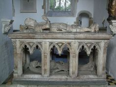 Burial effigy of John FitzAlan, Earl of Arundel, at Arundel Castle chapel - photo by Lampman/Wikicommons Edward Iv, Arundel Castle, Late Middle Ages, Cemetery Art, Danse Macabre, Catacombs, Effigy, Memento Mori, Paladin