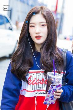 dedicated to female kpop idols. Kpop Girl Groups, Korean Girl Groups, Kpop Girls, Kpop Hair Color, Jung Chaeyeon, Girl Korea, Asian Makeup, Ioi, Korean Outfits