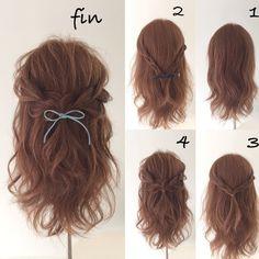 自分で出来る超簡単ヘアアレンジ! 1、軽く巻きます! 2、サイドの髪で三つ編みをつくります! 3、三つ編み同士を結びます! 4、全体的に崩して、、、 ヘアアクセをつけて完成です!今回は青いリボンをつけました(^^)