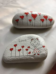 Looking for some easy painted rock ideas to get inspired by? See more ideas about Rock crafts, Painted rocks and Stone crafts. Rock Painting Patterns, Rock Painting Ideas Easy, Rock Painting Designs, Paint Designs, Pebble Painting, Pebble Art, Stone Painting, Painting Art, Body Painting