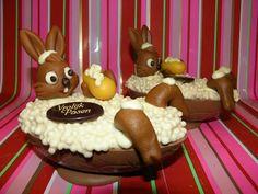 vrolijk pasen, paashaas in bad ei!