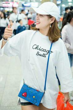 only_clover) Kim Sejeong, Korean Women, Kpop Girls, Besties, Korean Fashion, Windbreaker, Female, Pretty, Incheon