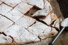 These Raspberry Jam Squares are lovely buttery pastry squares, filled with jam and topped with icing sugar. Like Pop Tarts for grown ups :) Sweet Breakfast, Breakfast Dessert, Lemon Desserts, Dessert Recipes, Butter Pastry, Jam Tarts, Christmas Biscuits, Peach Cake, Lemon Cream