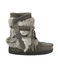 Details http://www.brownsshoes.com/MANITOBAH-MUKLUKS/10648839,default,pd.html Item# 6732318 View Full Details C$299.00 C$186.98 37% off      Lining: wool     Sole: rubber     Heel height: 10mm     Material: suede