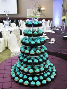 wedding cake tower instructions peacock cupcake tower on peacock cupcakes 26683