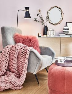 Perfekt Ein Leseecke Mit Einem Statement Sessel Darf In Keinem Wohnzimmer Fehlen.  Ein Kuscheliges Fell