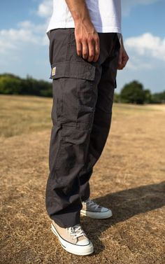Cargo Pants Outfit Men, Carhartt Cargo Pants, Carhartt Wip, Fashion Pants, Skate Fashion, Baggy Clothes, Outfits Hombre, Skate Wear, Clothing Photography