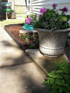 Pound-In Plastic Landscape Edging - Lawn Edging Landscaping Supplies, Outdoor Landscaping, Front Yard Landscaping, Backyard Landscaping, Landscaping Ideas, Houston Landscaping, Arizona Landscaping, Lawn Edging, Garden Edging