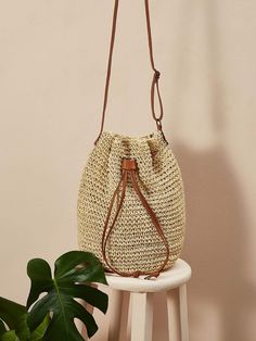 Bali Rattan Straw Crossbody Bag | Rattan bags from Bali are trend right now. I made a selection with the best purses you can find: round, square... everything to build a killer outfit. Como to see all of them! #balibag #rattanbag #outfit #round #bali