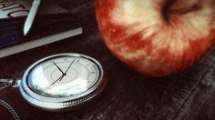 Vintage pocket watch made using Blender3D Cycles engine.
